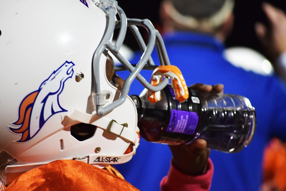 Broncos-10-19-15-53